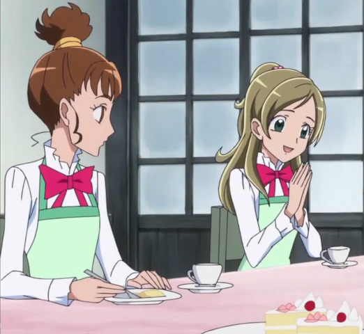 File:Kanade eat cake and drink tea with friends.png