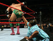Raw-9-1-2006.15