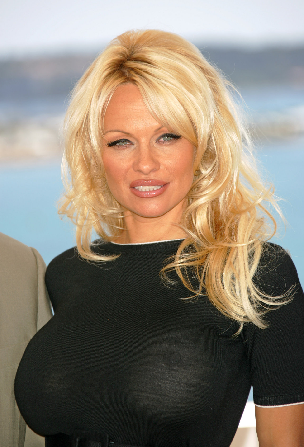 Pamela Anderson bares all for last nude issue