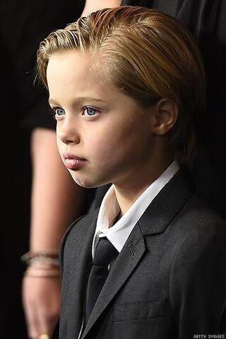 File:Shiloh-John-Jolie-Pitt-x400d.jpg