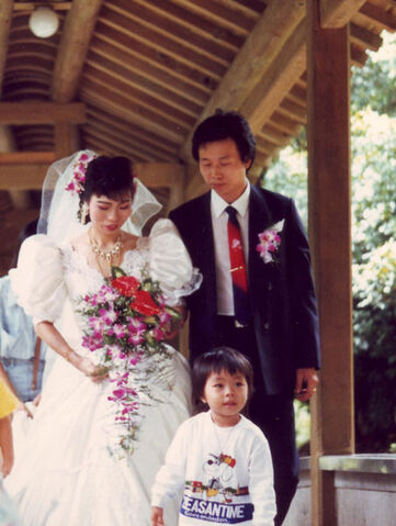 File:Western wedding dress in Taiwan.jpg