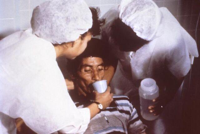 File:Cholera rehydration nurses.jpg