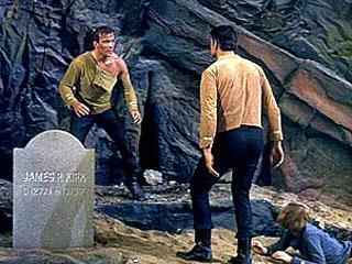 Arquivo:Kirk e Gary Mitchell lutam.jpg