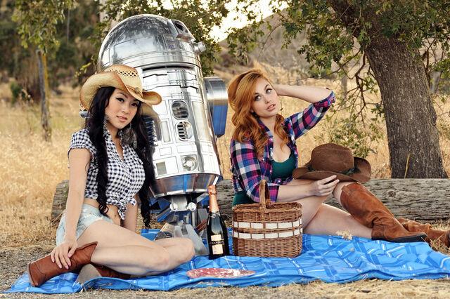 File:R2D2-Star-Wars-Cosplay-11.jpg