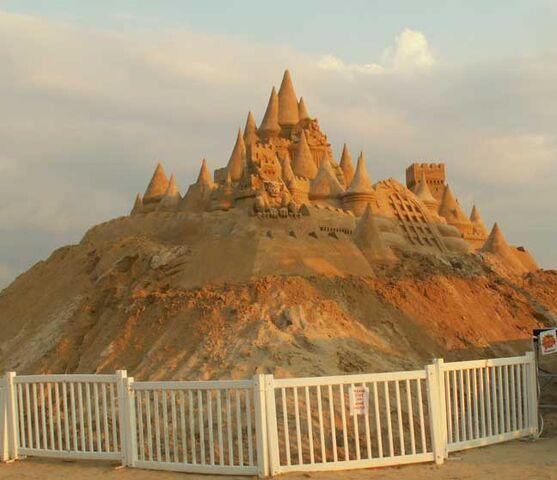 File:Mgrinshpon Sandcastle.jpg
