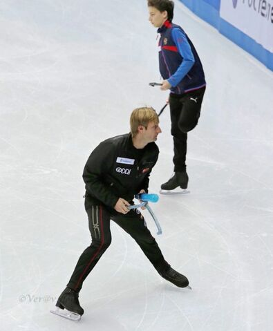 File:Skating with my uncle.jpg