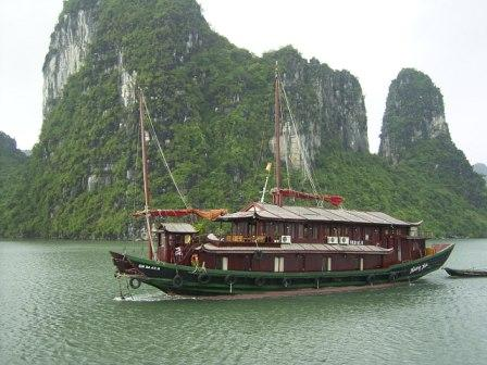 File:Ha Long Bay Junk.jpg