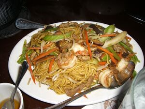 Chow+mein+with+pork+and+shrimp-2318