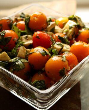 Tomato-basil-salad-2-829x1024