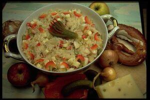 Sauerkrautsalat mit schinken