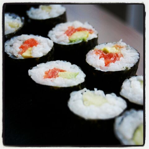 File:Fiona's Japanese Cooking - Sushi - hosomaki rolls - cucumber - smoked salmon avocado 2.jpg