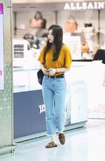 Seulgi walking by shops