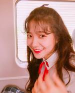 Yeri laughing at Seulgi
