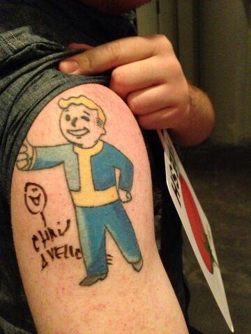 File:Tattoosigning chrisavellone.jpg