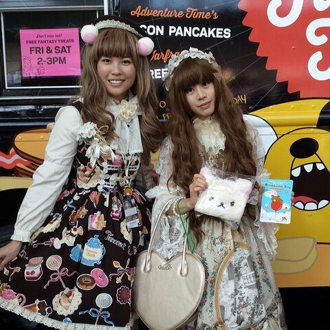 File:Nycc2014-rilakkuna girls.jpg