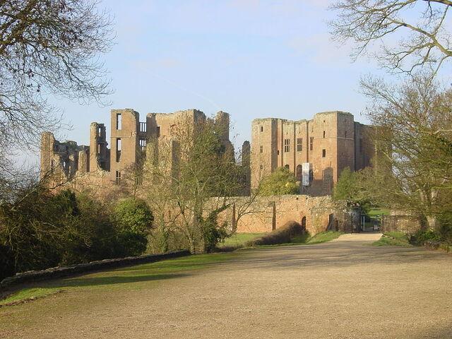File:1024px-Kenilworth Castle gatehouse landscape.jpg