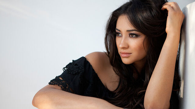 File:Shay Mitchell (2).jpg
