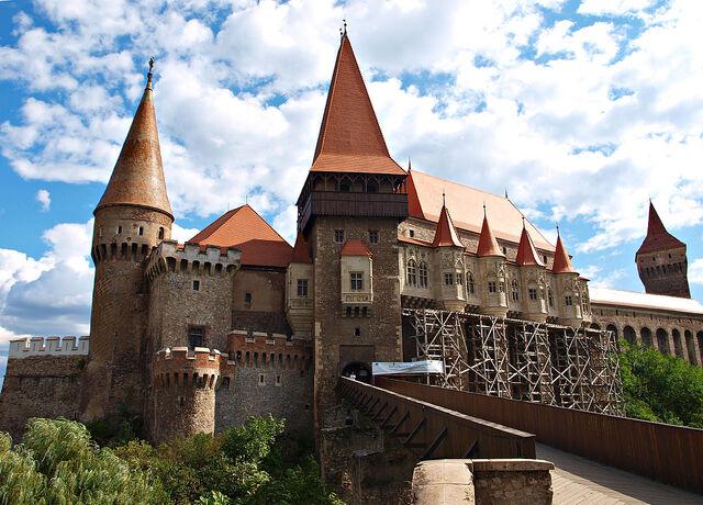 File:1024px-Hunyad Castle TB1.jpg
