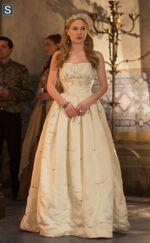 Reign Episode 201 15 The Darkness Promotional Photos (6) 595 slogo