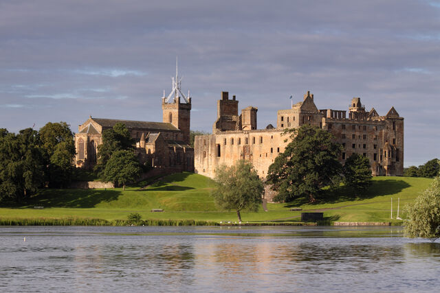 File:Linlithgow-Palace.jpg
