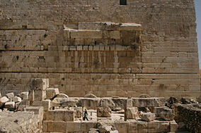 285px-The remains of Robinson's Arch on the western side of the Temple Mount