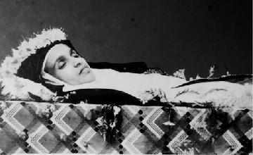 File:Saint Alphonsa in her coffin.jpg
