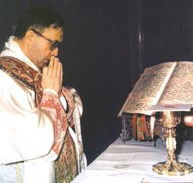 File:Escriva at Mass 1971.JPG