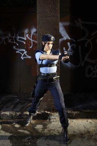 File:Julia Voth as Jill Valentine 13.jpg