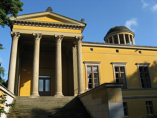 File:Schloss-Lindstedt-in-Potsdam-Juli-2008.jpg