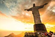 Tourists-visiting-christ-the-redeemer-statue-brazi 450