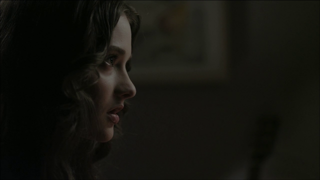 File:Hanna looking in the mirror.png