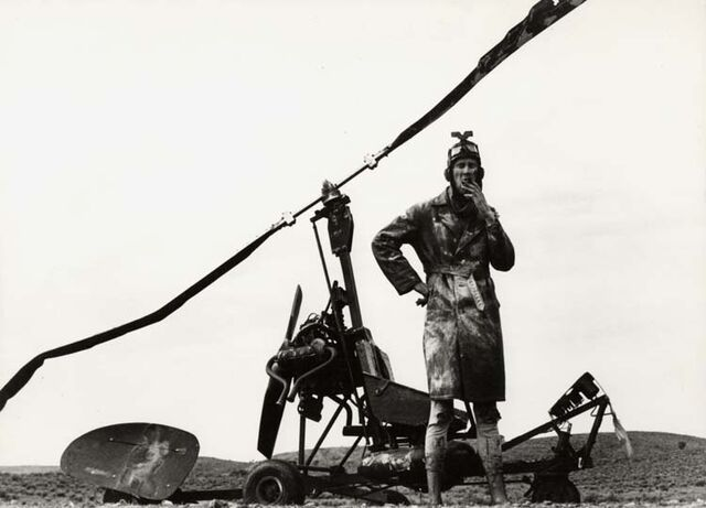 File:Bruce-spence-with-wrecked-gyrocopter.jpg