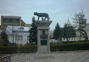 Statuia Lupoaicei.jpg