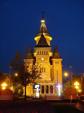 Fișier:Catedrala Mitropolitana - vedere nocturna.jpg