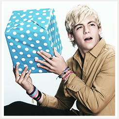 File:Ross Lynch Present (1).png