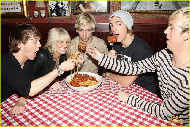 File:R5 with giant meatballs (4).jpg