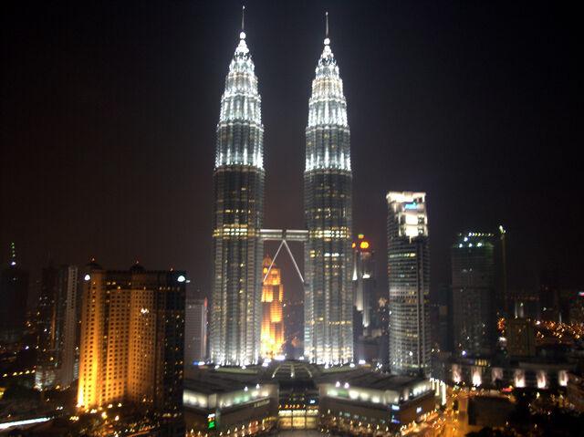 File:Petronas Towers Night.jpg