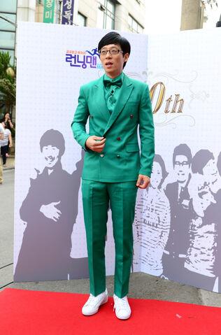 File:Yoo Jae Suk on red carpet.jpg
