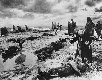 File:Russia WWII-Lamenting the dead.jpg