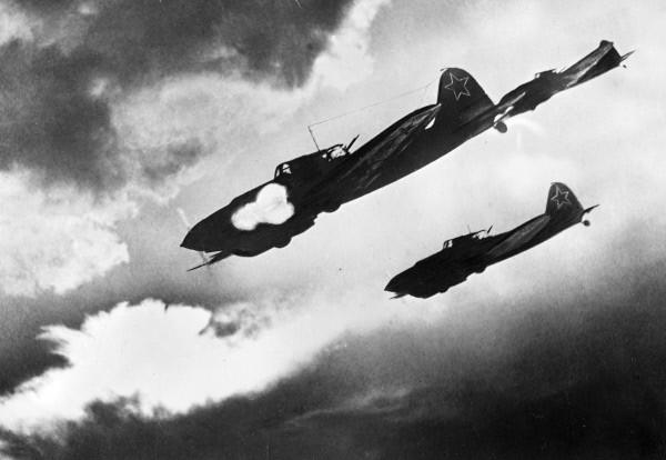 File:RIAN archive 225 IL-2 attacking.jpg