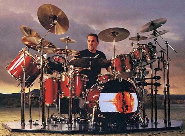 File:Drum Workshop, Red Sparkle2.jpg