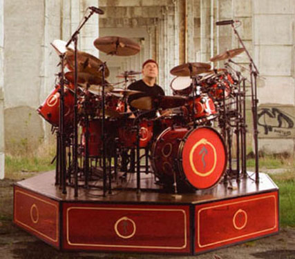 File:Drum Workshop Collector's Series aztec red lacquer.jpg