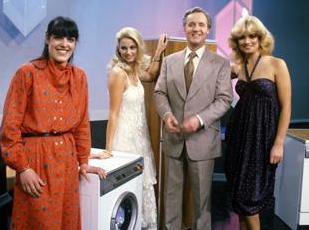 File:Saleofthecentury parsons hostesses washingmachine.jpg