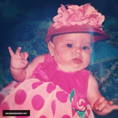 File:Ariana as a baby wearing a pink dress.jpg