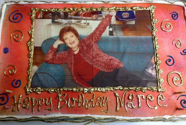 File:Maree's birthday cake June 3, 2013.jpg