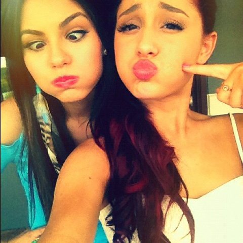 File:Victoria and Ariana puffing out their cheeks.jpg