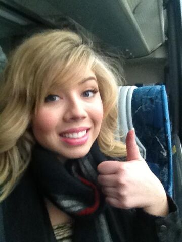 File:Jennette giving thumbs up on iCarly military base tour.jpg