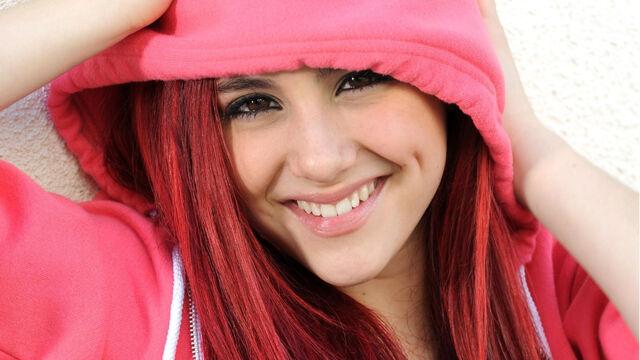 File:Ariana in a pink hoodie.jpg