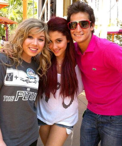 File:Ariana and Jennette with Frankie.jpg