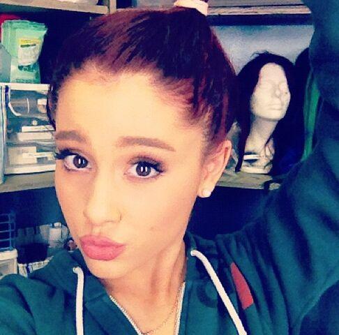 File:Ariana in hair and makeup - December 16, 2011.jpg